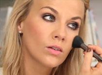 Jak wykonać makijaż koktajlowy