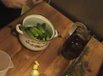 Jak zrobić domowe ogórki kiszone