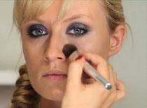 Jak wykonać makijaż glamour dla blondynki