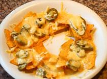 Jak zrobić chipsy zapieczone z serem i papryką jalapeno