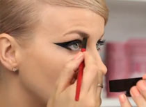 Jak pomalować całą ruchomą powiekę eyelinerem