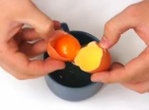 Jak oddzielić żółtko od białka za pomocą butelki