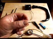 Jak założyć oploty na kable zasilacza, wentylatora i inne