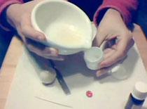 Jak zrobić balsam do ust z masłem kakaowym
