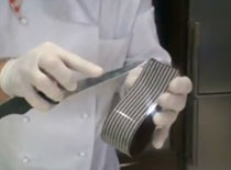 Jak zrobić czekoladowe wstążki do dekoracji tortów