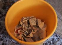 Jak zlikwidować zapach z kosza na śmieci