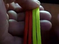 Jak zrobić opaskę na rękę z 4 sznurków