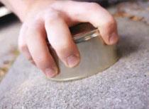 Jak otwierać konserwy za pomocą chodnika