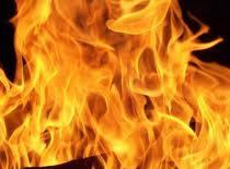 Jak rozpalić ogień zepsutą zapalniczką