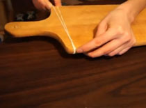 Jak zabezpieczyć deskę do krojenia przed ślizganiem się