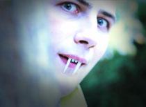 Jak zrobić zęby wampira
