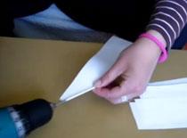 Jak robić rurki z kawałków papieru używając wiertarki