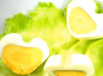 Jak zrobić jajka w kształcie serca