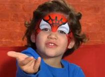 Jak pomalować twarz dziecka - Spiderman