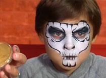 Jak pomalować twarz dziecka - czaszka na Halloween