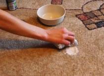 Jak usunąć plamy z dywanu