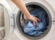 Jak wykorzystać ocet w praniu