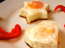 Jak smażyć jajka w foremkach