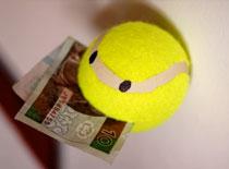 Jak zrobić uchwyt z piłeczki tenisowej