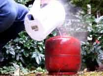 Jak sprawdzić poziom gazu w butli