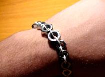 Jak zrobić bransoletkę z metalowych nakrętek