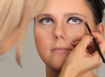 Jak zrobić make up à la lata 60