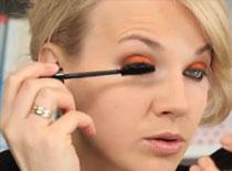Jak wykonać make up w kolorze pomarańczy