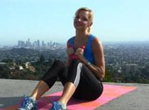 Jak ćwiczyć mięśnie brzucha - 100 brzuszków z ciężarkami