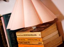 Jak zrobić lampkę na książkach