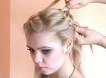 Jak zrobić plecionkę z włosów w postaci dwóch kwiatów