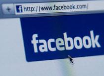 Jak walczyć z tysiącami e-maili od Facebooka