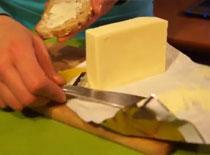 Jak rozsmarować twarde masło