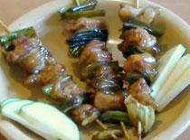 Jak zrobić japońskie szaszłyki z kurczaka