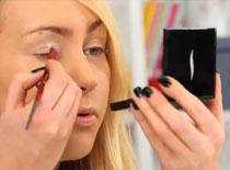 Jak wykonać klasyczny make up w karnawałowym wydaniu