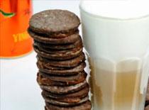 Jak zrobić czekoladowe herbatniki z nadzieniem kawowym