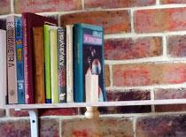 Jak zrobić półkę na książki z przesuwanym stoperem