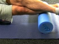 Jak wykonać masaż łydki przy użyciu pianki do masażu
