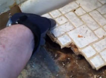 Jak szybko usuwać płytki łazienkowe