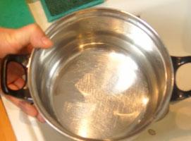 Jak zrobić domową pastę do czyszczenia garnków