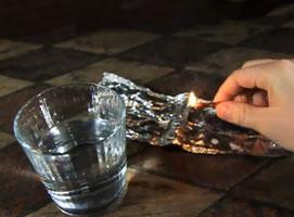 Jak zrobić wodoodporne zapałki w stylu survivalowym