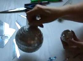 Jak ozdobić bombki choinkowe płytami CD