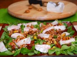 Jak zrobić sałatkę z roszponki z kozim serem i orzechami
