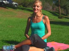 Jak wykonywać ćwiczenia na płaski brzuch i wąską talię