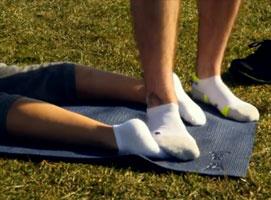 Jak zrobić masaż stóp stopami w minutkę