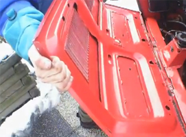 Jak ściągnąć klapę silnika w fiacie 126p