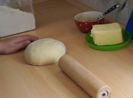 Jak zrobić pół francuskie rogale z jabłkowym nadzieniem