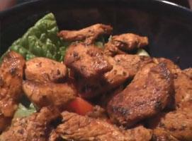 Jak zrobić szybką sałatkę z kurczakiem