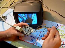 Jak do TV bez odpowiednich wejść podłączyć tuner cyfrowy