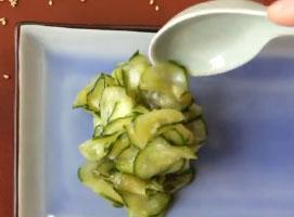 Jak zrobić sunomono - japońska sałatka z ogórków