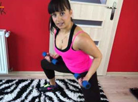 Jak wykonać trening na ramiona